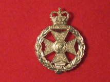 ROYAL GREEN JACKETS RGJ CAP BADGE QUEENS CROWN.