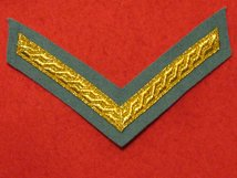 MESS DRESS 1 BAR LANCE CORPORAL CHEVRON GOLD ON POMPADOUR BLUE BADGE