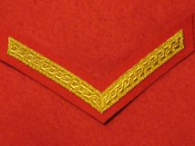 MESS DRESS 1 BAR LANCE CORPORAL CHEVRON GOLD ON SCARLET RED BADGE